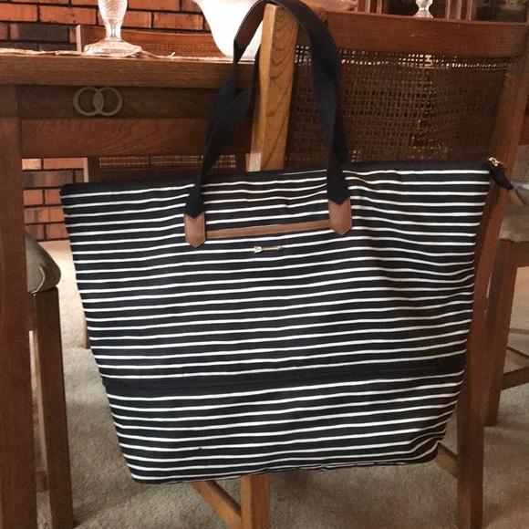 c07a87848 Stella & Dot Daytripper - Black/Cream. M_5a68e61a3afbbd5fa686d347. Other  Bags ...